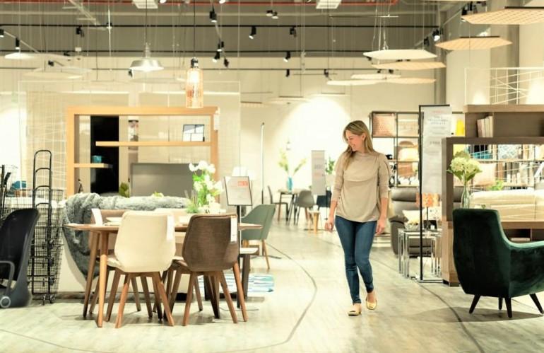 Furniture-retail-in-store-omnichannel.jpg